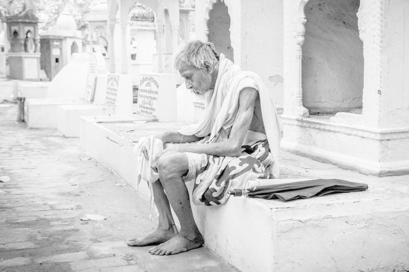 ODev - caring for the elderly in Vrindavan by providing food and medical care. Chandan Goswami. Radharaman Temple, Vrindavan.